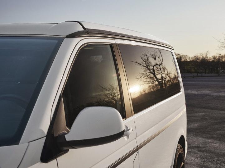 VW Bus mit Vollverglasung und Aufstellfenster