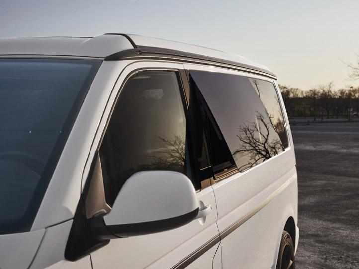 VW Camper mit Aufstellfenster