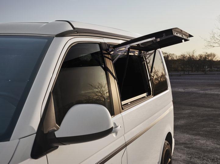 VW Campingbus mit Aufstellfenster