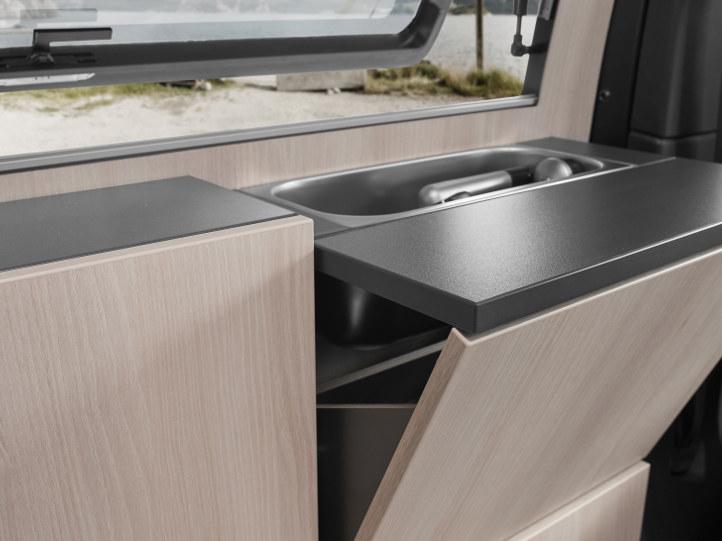 VW T6 Ausbau mit Spüle und Tisch